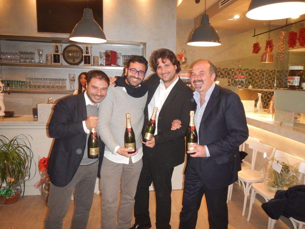 I soci della Pizzeria Olio e Pomodoro all'inaugurazione